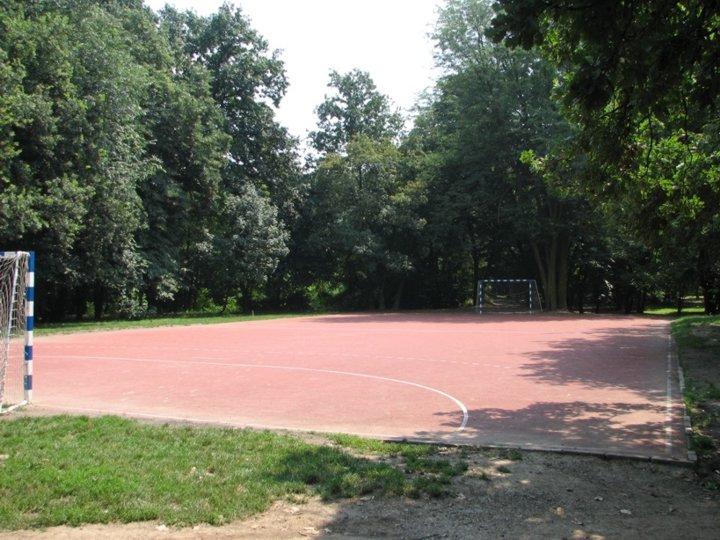 [Handball court and running track Košutnjak]